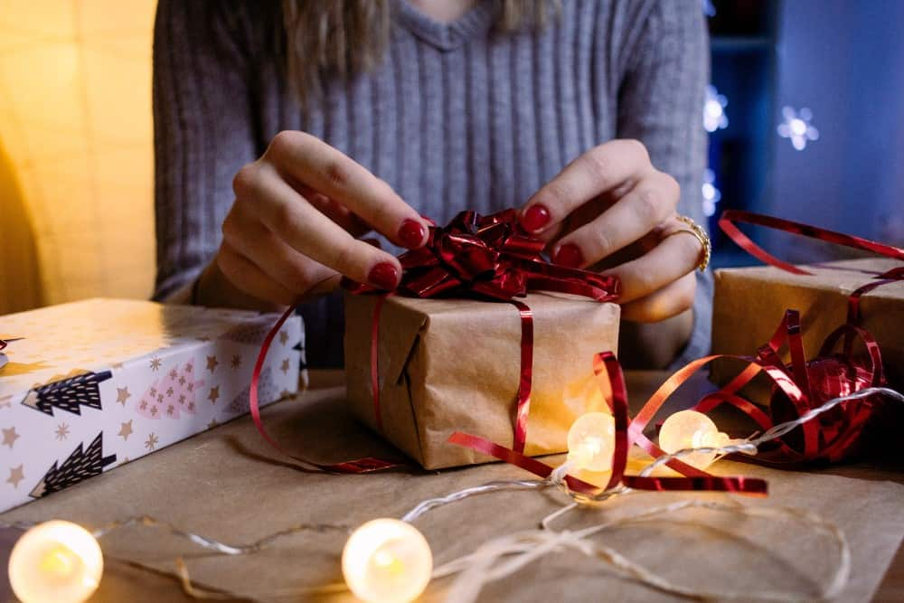 Kvinde med gave